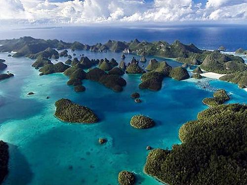 Wayag, Raja Empat, Papua, Indonesia.